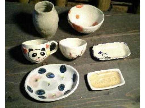 【東京・調布】緑豊かな深大寺窯で陶芸体験!子供も楽しめる粘土から作る「手びねりコース 色釉・絵付け」