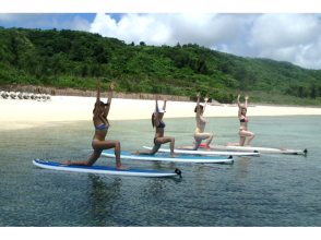 [Okinawa Miyakojima] beginners OK. Pleasant yoga experience on the sea! Image of [SUP yoga]