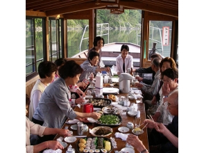 【Kochi Prefecture · Shimanto City】 Private sightseeing on private private houseboat! Image of the plan to enjoy the superb view Shimanto River