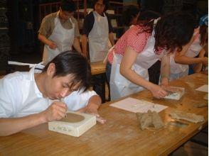 [Nara / Nara Heijokyo trace] amulet items to make your own. Image of mini-ridge-end tile making experience plan