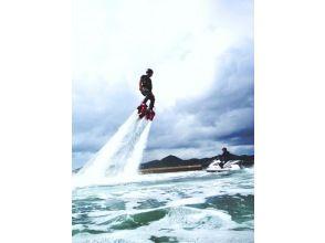 【長崎ハウステンボスの後に寄れる!】水圧で空を飛ぶフライボード体験【15分×2回】の画像