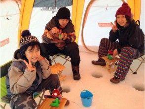 【北海道・南富良野】富良野からの無料送迎付き・氷上ワカサギ釣り半日ツアー☆ワカサギ天ぷらの試食あり!