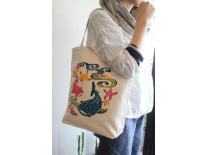 【沖縄・浦添市】沖縄の伝統工芸・紅型染めを体験!色鮮やかなトートバッグ(大)をつくるプランの画像