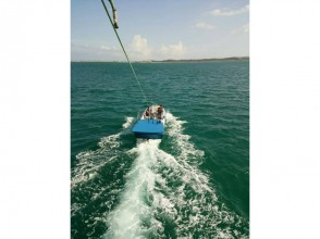 【 Okinawa · Uruma City】 Parasailing & Playing All-you-can-eat & Blue Cave Experience Diving