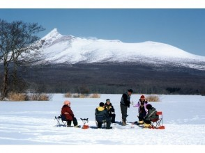 【北海道・函館】冬の定番体験!大沼国定公園で氷上わかさぎ釣りの画像