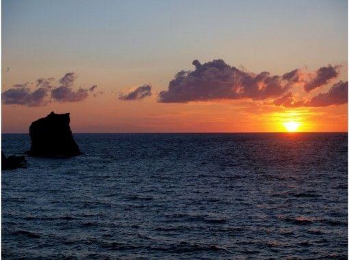 【北海道・礼文島】海岸でメノウ拾いも!「夕焼け小焼けコース」お花ガイド同行・送迎付き!