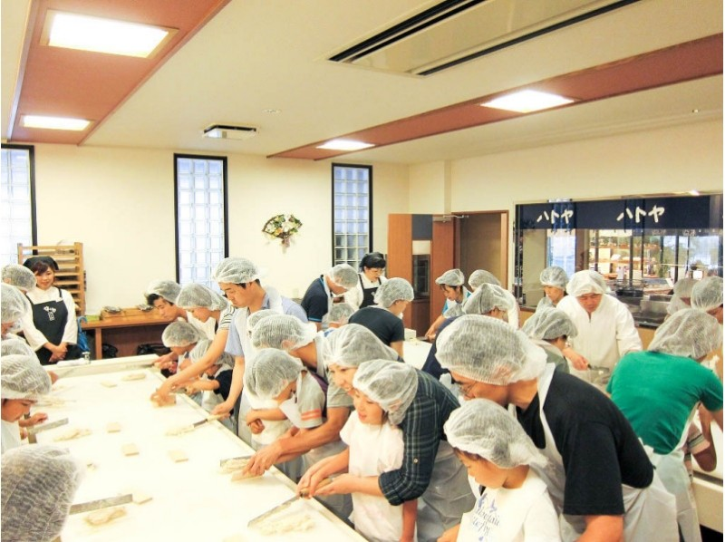 "[Hyogo / Himeji] Experience ""Chikuwa / Kamaboko"" at a long-established Kamaboko store Let's make it by hand! Groups of up to 25 people are also welcome!の紹介画像"
