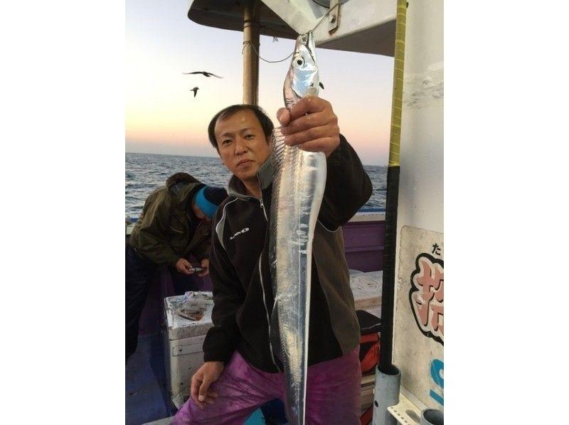 【静岡・大井川港】本格海釣り体験! 御前崎沖でタチウオを釣ろう!の紹介画像