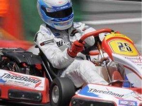 【神奈川・横浜】ワールドポーターズ屋上でレーサー走行体験(30分乗り放題)の画像