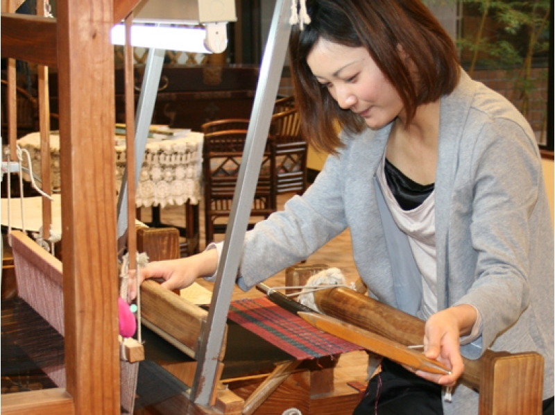 【鹿児島・鹿児島市】★地域共通クーポン利用OK!★奄美大島の特産品「大島紬」を手織り機で作ろう!手ぶらでお越しください!の紹介画像