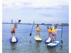 【大阪・りんくう泉南】水上を自由に散歩しよう!大人気のマリンスポーツSUP体験の画像