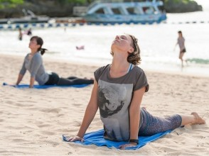 [Okinawa Onna] Okinawa morning Let's start from the beach YOGA! Image of