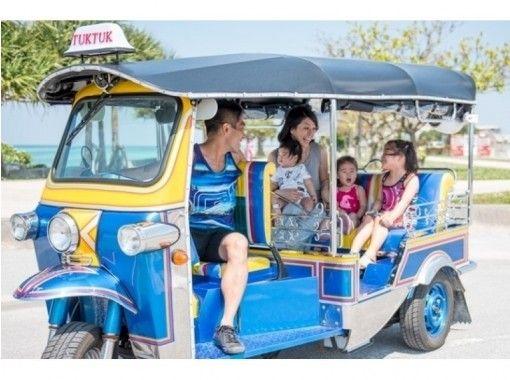 【沖縄・沖縄市】可愛い「トゥクトゥク」で沖縄の観光地めぐり!旅の予定に合わせて自由にレンタル!