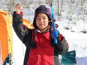 [Hokkaido Tokachi] image of Sahoro Lake on ice for smelt fishing experience