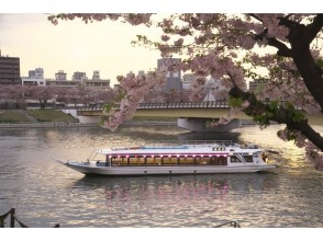 [Ohanami riding together Houseboat] Enjoy spring in Japan with cherry blossoms and special dishes (Tokyo ・ Harumi)