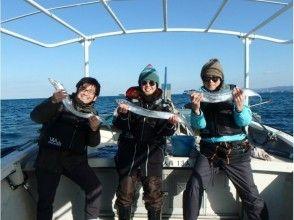 <初心者専用>大阪市内海遊館近くの岸壁から出船!10月~1月まで釣れ続くタチウオ釣りの画像