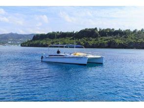 【沖縄・北部エリア/名護/本部/瀬底島】カタマランボートDAYクルージングの画像