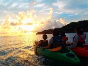 当日予約OK!【沖縄/嘉手納】水平線に沈む夕日を追いかける気分。サンセットカヤックツアー!