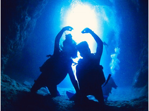 [Okinawa Blue Cave] Same-day reservation OK ☆ High probability blue cave ☆ Charter ☆ Free photo gift ☆ Feeding experience ☆ OK from 10 years old ☆ Empty-handed OK ☆ GoPro rental availableの紹介画像