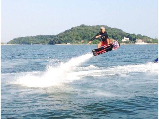 【静岡・浜名湖】人気マリンスポーツ★フライボード&ホバーボードの2種目体験コース(体験約30分)の紹介画像