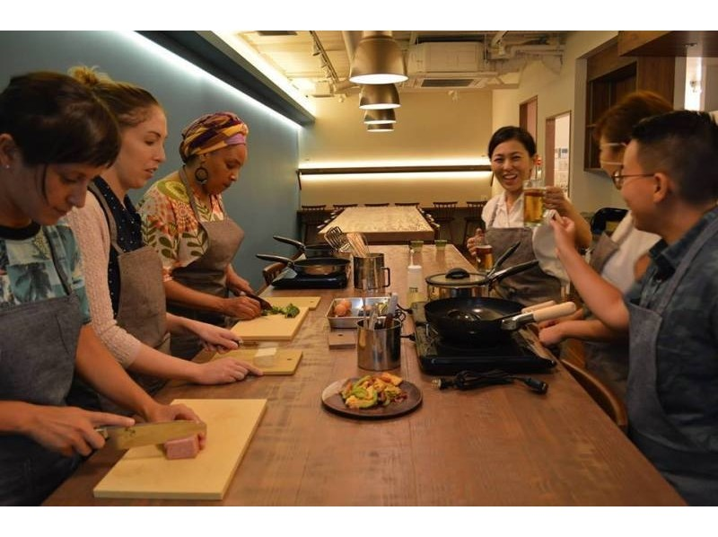【沖縄・那覇】沖縄の『食』を見て、聞いて、手を動かして楽しむ沖縄料理体験「2品コース」の紹介画像