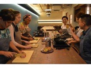 【沖縄・那覇】沖縄の『食』を見て、聞いて、手を動かして楽しむ沖縄料理体験「4品コース」