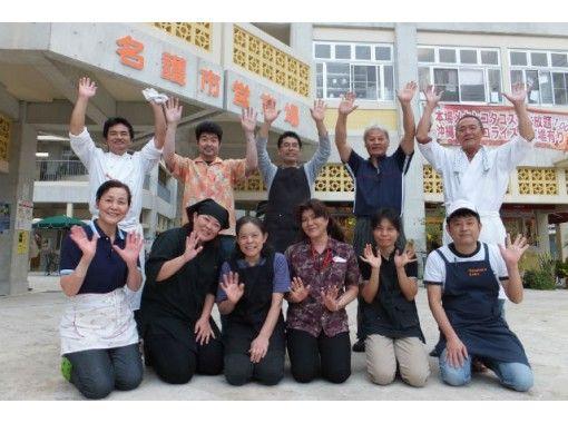 【沖縄・名護】観光ガイドツアー 「市営市場と酒造所めぐり」で沖縄の食文化にふれよう!2名様より予約可!