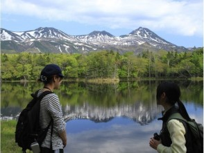 """[Hokkaido, Shiretoko] Trekking """"Surrounding the Shiretoko Five Lakes Tour"""" while searching for traces of animals can be enjoyed by couples and families!"""