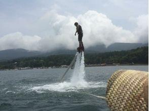 【山梨・山中湖】話題の「空中散歩」に挑戦! フライボード体験プランの画像