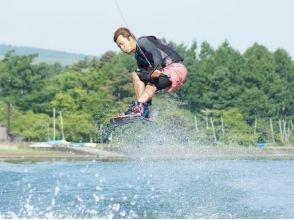 【山梨・山中湖】富士山を背景にアクロバット! ウェイクボード経験者プラン