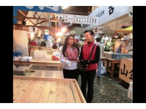 Tsukiji Tuna auction & Guided walking tour & breakfast