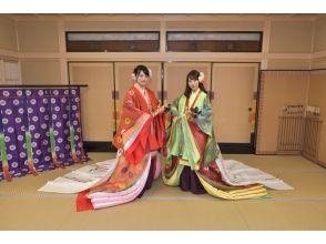 【京都・伏見】2~3名様限定 十二単・直衣ペア体験~平安時代の華やかな装いを体験~の画像