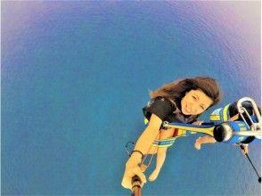 """那霸發作""""的GoPro相機無息貸款""""慶良間非常漂亮的景色! !滑翔傘體驗!圖像(繩索200M的長度)"""