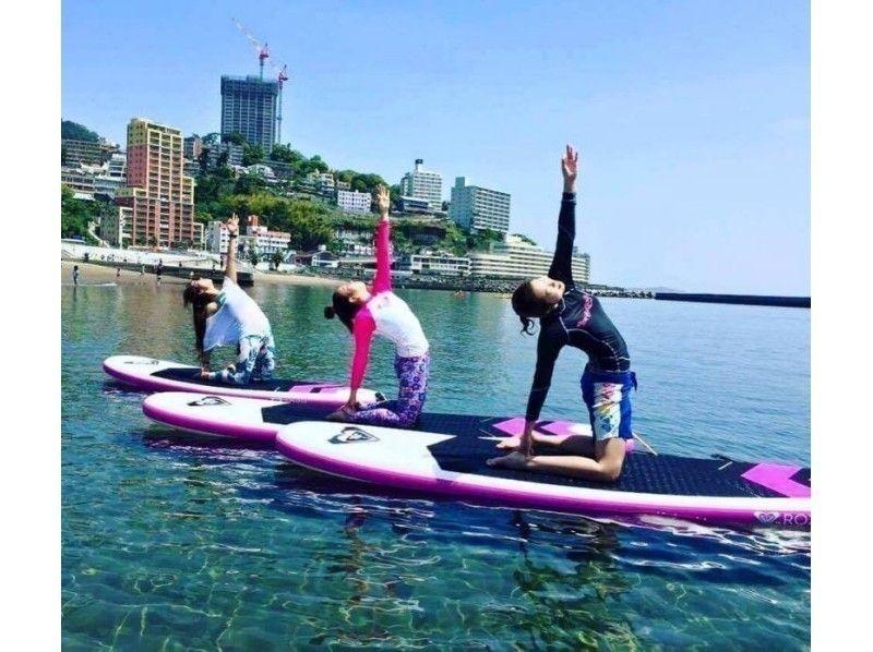 【静岡県・SUP体験】夏プラン♪女性大注目のSUPとヨガのコラボ!90分コースのSUP YOGA体験の紹介画像