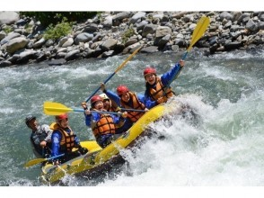 """【Gunma · Minakami】 """"Water day half price! June Wednesday limited """"with lunch ♪ thrilling full Spring rushing rafting (1 day course)"""