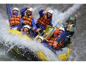 【群馬・水上】《水の日半額!6月水曜限定》スリル満点!春の激流ラフティング (半日コース)