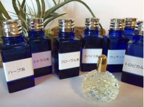 【東京・青山一丁目】好きな香りにブレンド。アロマフレグランス調合90分体験レッスン