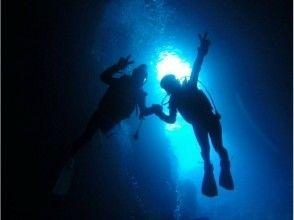 【沖縄・青の洞窟】完全貸切!専属ガイドと体験ダイビング!写真動画その場で携帯に転送無料プレゼント