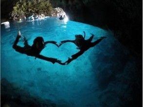 【沖縄・青の洞窟】完全貸切!ガイドとビーチシュノーケリング体験!写真動画その場で携帯に無料プレゼント