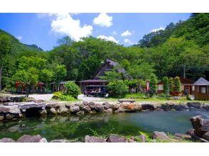 栃木県日光市【渓流釣り3時間】 緑の香りと透き通る清流を満喫! ※釣りたてのお魚を炭火焼きにできます