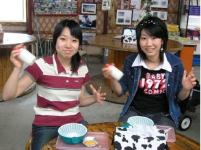 【北海道・摩周湖近く】乳しぼり体験&バター・アイス作り体験コース(約80分)の画像