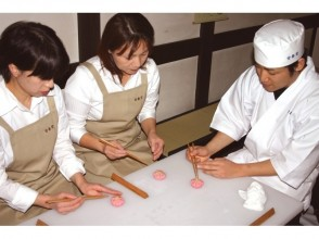 "【Kyoto · Ukyo】 Japanese sweets making experience  ""Kanshundo Sagano Store"" (Sagano Arashiyama)"