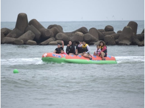 【千葉・鴨川】マリンスポーツの定番!4種類から選べるバナナボート・トーイングチューブ♪ / 15分の紹介画像