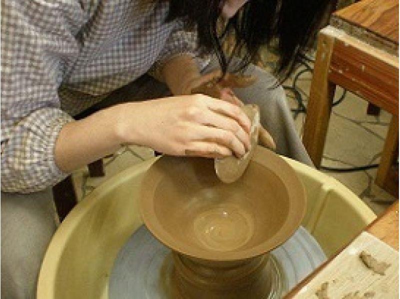 【愛知・津島】初心者歓迎!電動ろくろ陶芸体験で作品を2品作ろう!(形成、絵付け、色塗り)の紹介画像