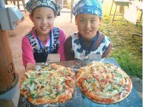 【熊本・阿蘇】ひとり1枚!生地から作ってレンガ窯で焼く「ピザ作り体験」