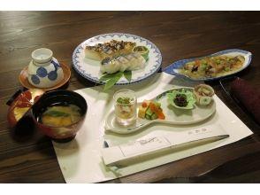 【奈良・観光ツアー】歌舞伎の舞台「つるべすし弥助」でお食事