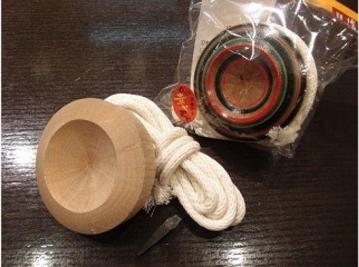 【福岡・博多】博多の伝統工芸に触れる~博多独楽(こま)絵付け体験~【水曜日開催】