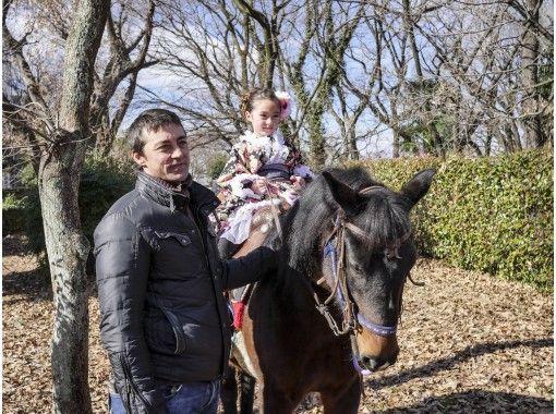 【東京・日野】馬に乗って行く七五三のお参りと記念写真撮影プラン(3時間)