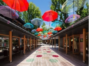 "Brilliant umbrella arcade ""Umbrella Sky"" & Shiraito Falls Karuizawa beautiful tour bus tour [10206]"