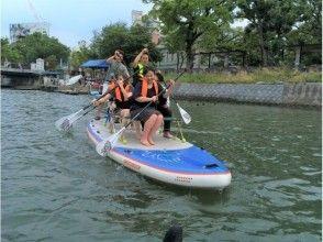 【福岡・西中洲・SUP】みんなで水辺でワイワイ!大型SUP(6人乗りボード)を貸切で楽しもう。
